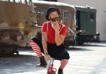 artista di strada su mini bici